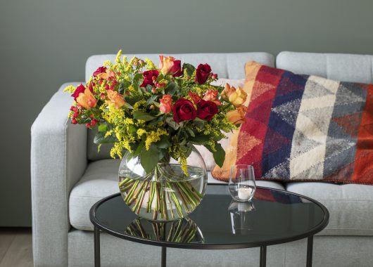 3for2 bukett med roser i varme fargetoner