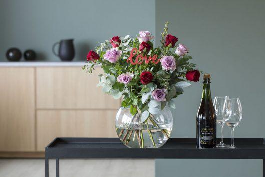 vi selger flotte håndlagde rosebuketter til valentine