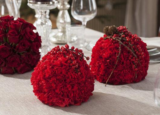 røde nellik og rosekuler til jul