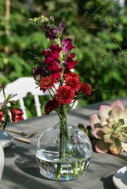 enkelt, fargerikt og sommerlig festbord
