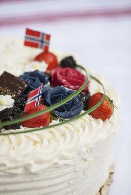 kake med bær hører med til 17. mai-festen
