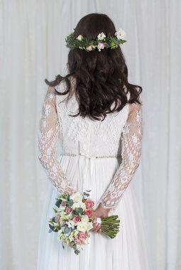 klassisk brudebukett med roser