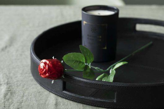 Rosesjokolade er en perfekt tilleggsgave til blomstene