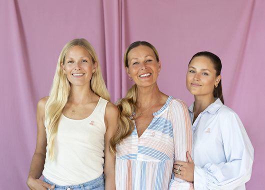 Dorthe Skappel og døtrene Marthe og Maria
