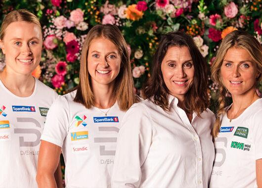 Skijentene støtter Rosa sløyfe-aksjonen og bidrar til å sette fokus på brystkreftsaken.