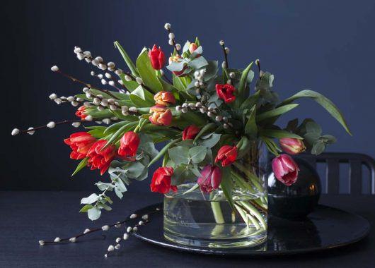 3for2_tulipaner i bukett med gåsunger og eucalyptus