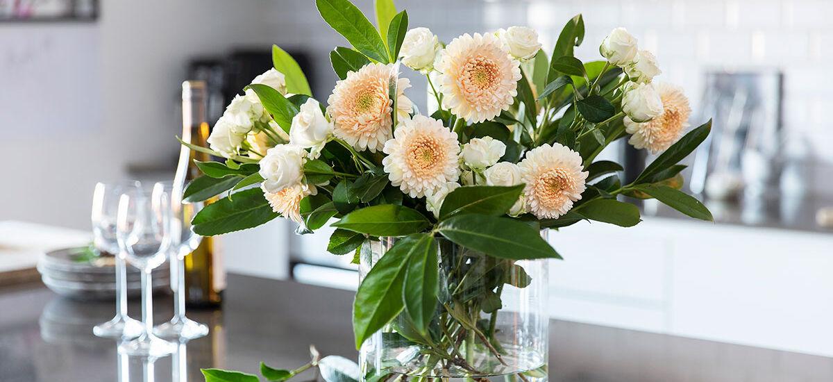 bukett med georginer i vase