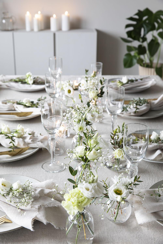 festbordet dekket med hvit festpakke