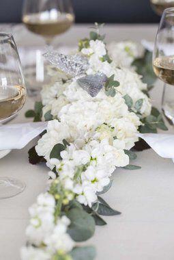 binderi_blomsterdekorasjon i roser_hvit_festbord