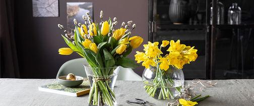 pynt til påske med blomster og påskepynt