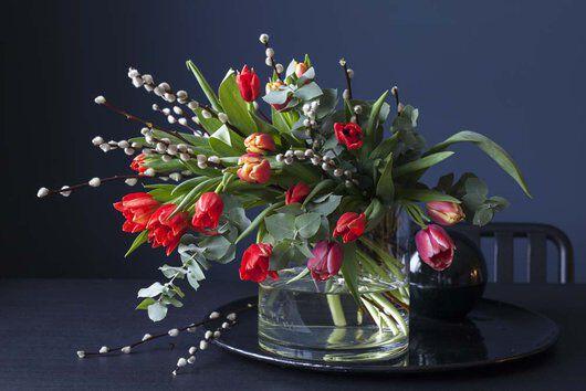 gåsunger og tulipaner gir en trendy bukett