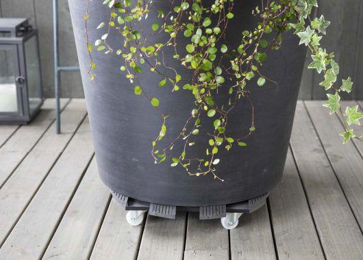 floorprotector med hjul gjør at det også blir enklere å flytte krukken