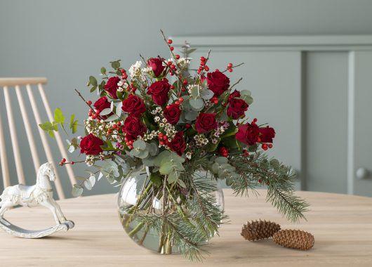 vakker rosebukett til jul