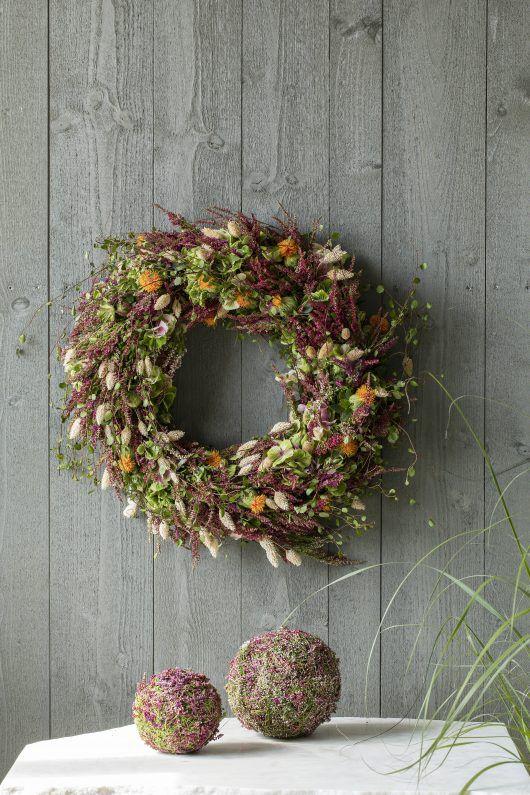 vakker høstkrans med lyng i høstens farger