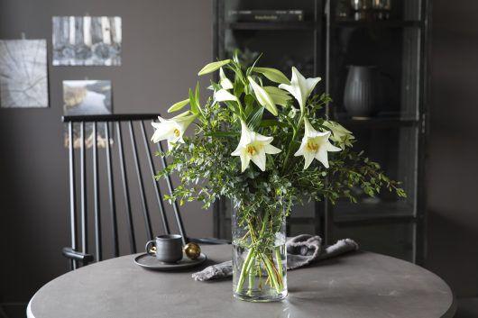 3for2_bukett med liljer og eucalyptus