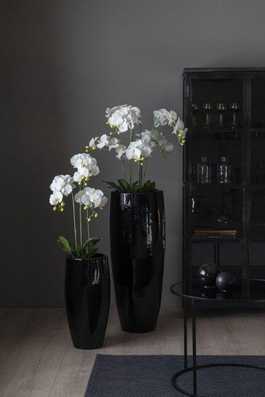 kunstig orkide i flotte grande keramikkrukker