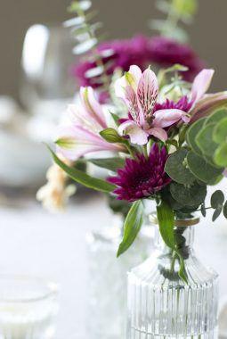 festbord med blomst i dalebekken småvaser