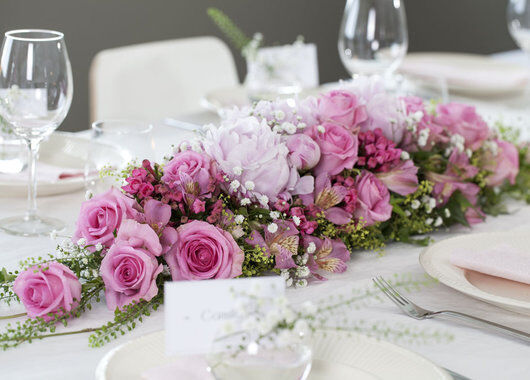avlang borddekorasjon i rosa