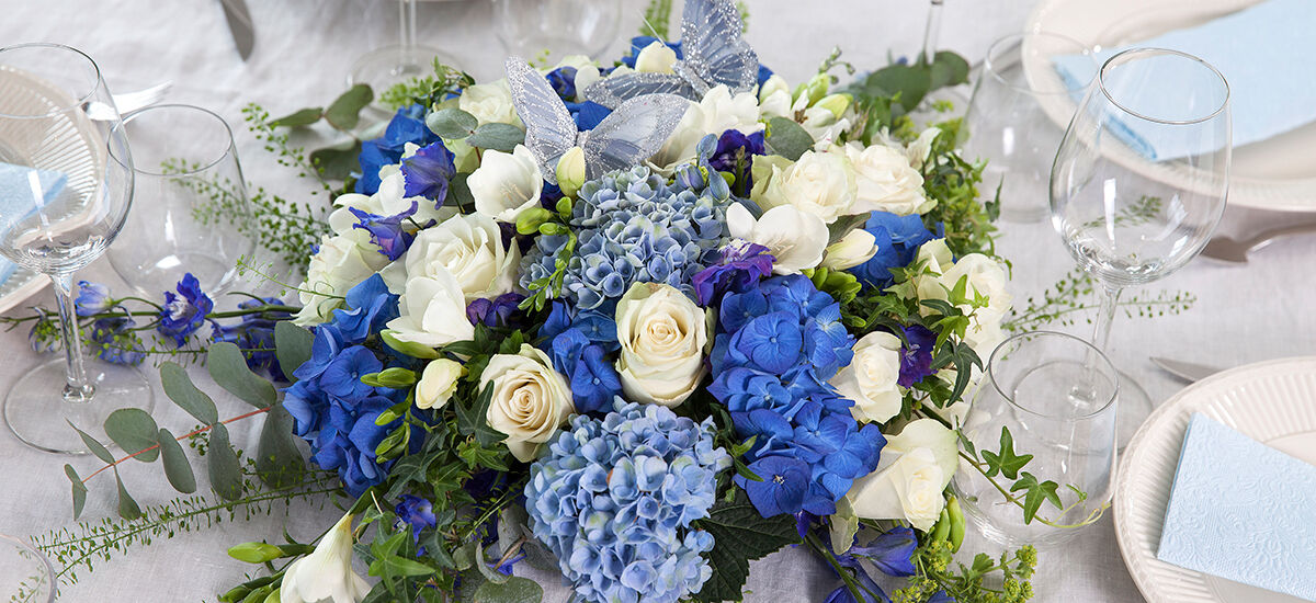 Blå blomster til konfirmasjon og barnedåp