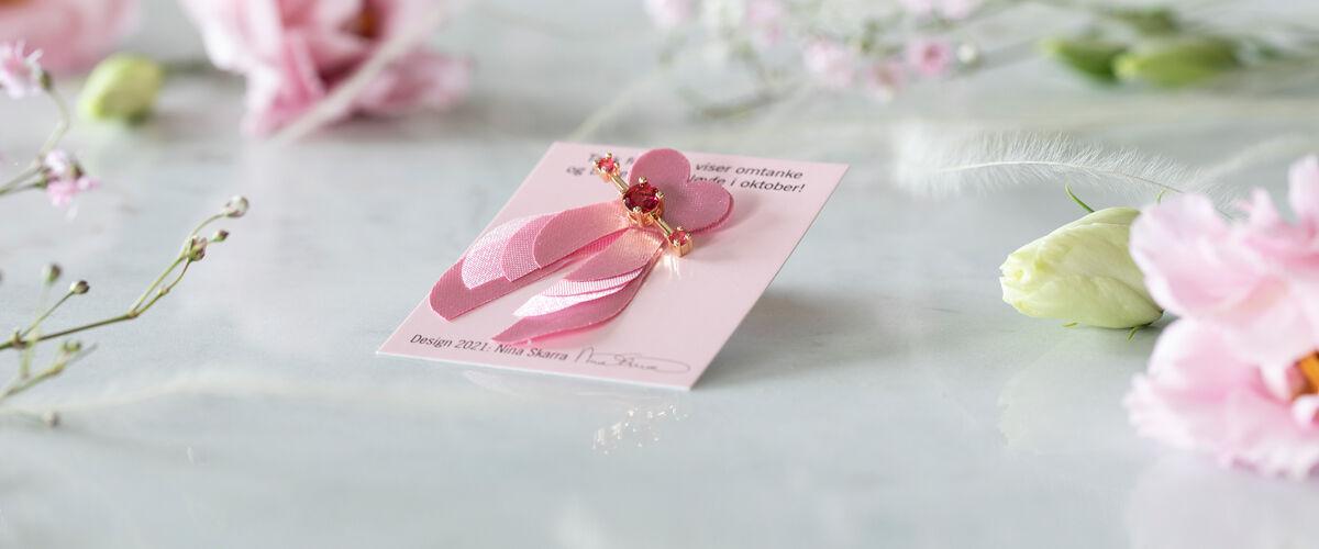 Rosa sløyfe designet av Nina Skarra
