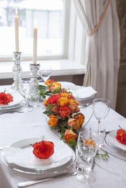 borddekorasjon i gylne farger
