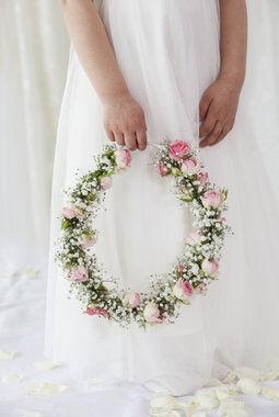 nydelig blomsterkrans til brudepike