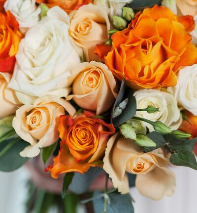 Klassisk brudebukett i krem og gyllent