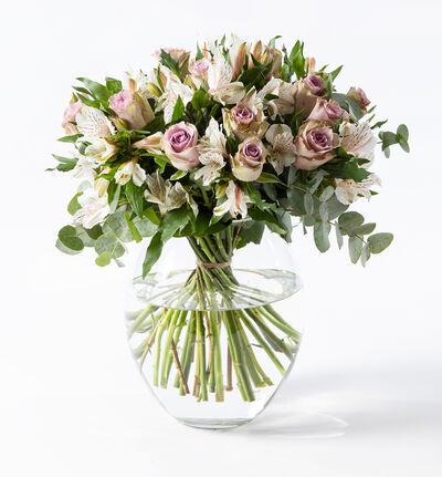 Lilla rosebukett med alstromeria M