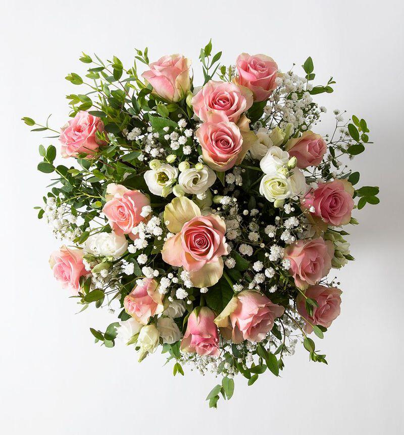 Rosa rosebukett med brudeslør  image number null
