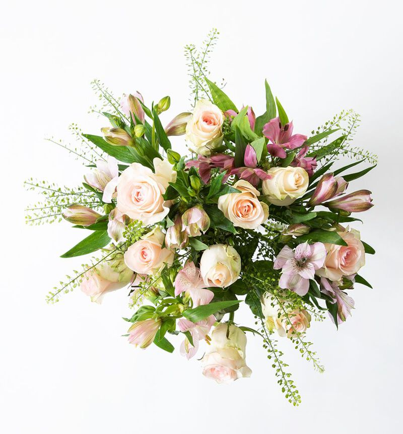 Rosa rosebukett med alstromeria image number null