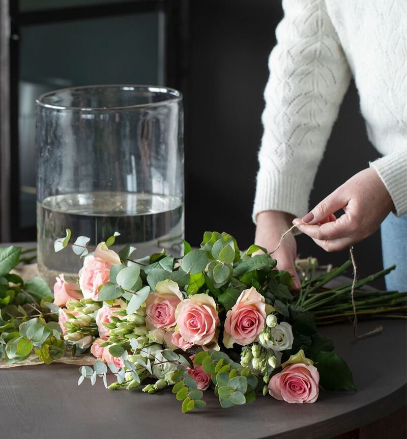 Rosa og hvit blomsterpakke til vasen image number null