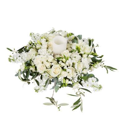 Romantisk hvit bordkrans