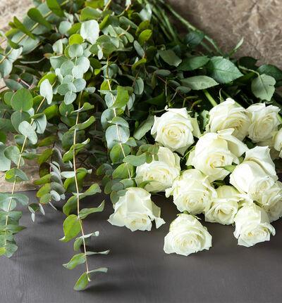 Hvit blomsterpakke til vasen