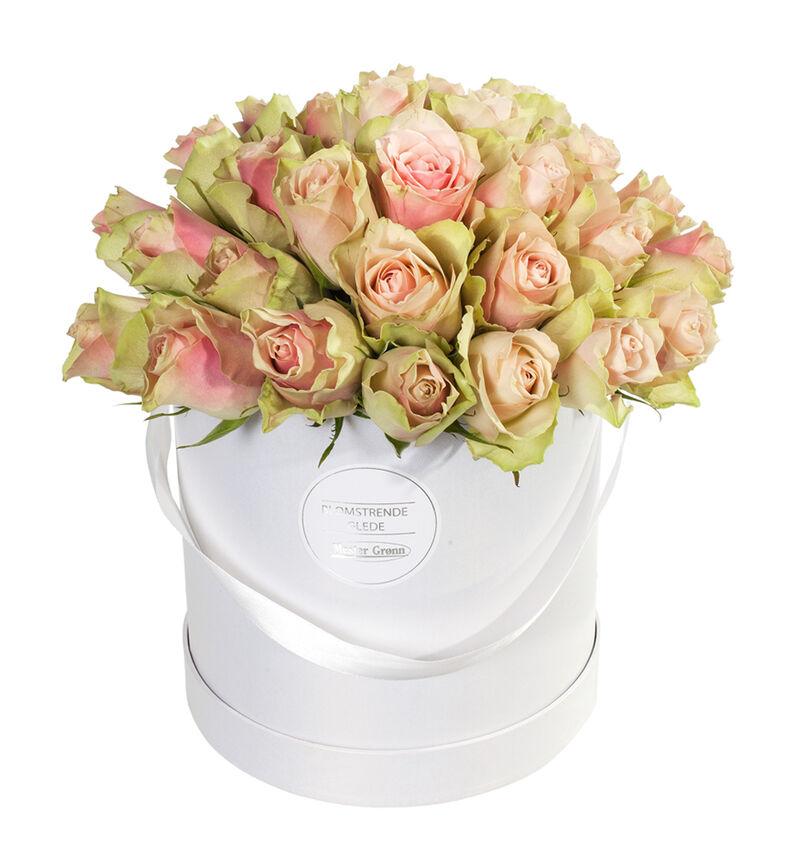 Rosa roser i gaveeske image number null