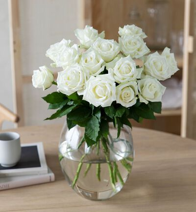 15 hvite roser