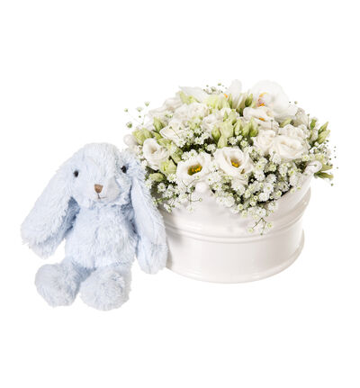 Hvit dekorasjon i krone med blå kanin