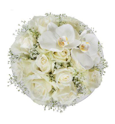 Hvit rosedekorasjon med orkidè