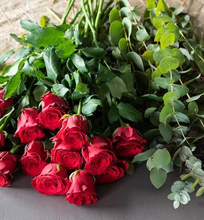 Rød blomsterpakke til vasen