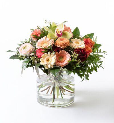 Gavebukett med roser og orkidè