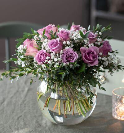 Babylykke lilla rosebukett med slør