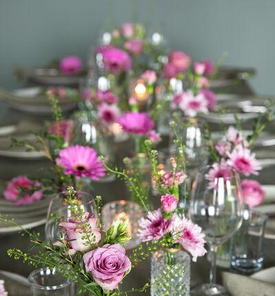 Stor rosa festpakke med små vaser