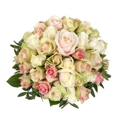Rosa borddekorasjon med roser