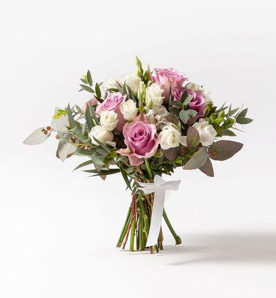 Brudepikebukett med lilla roser