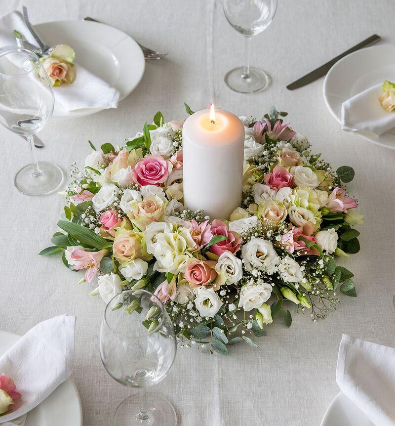 Rosa og hvit bordkrans image number null