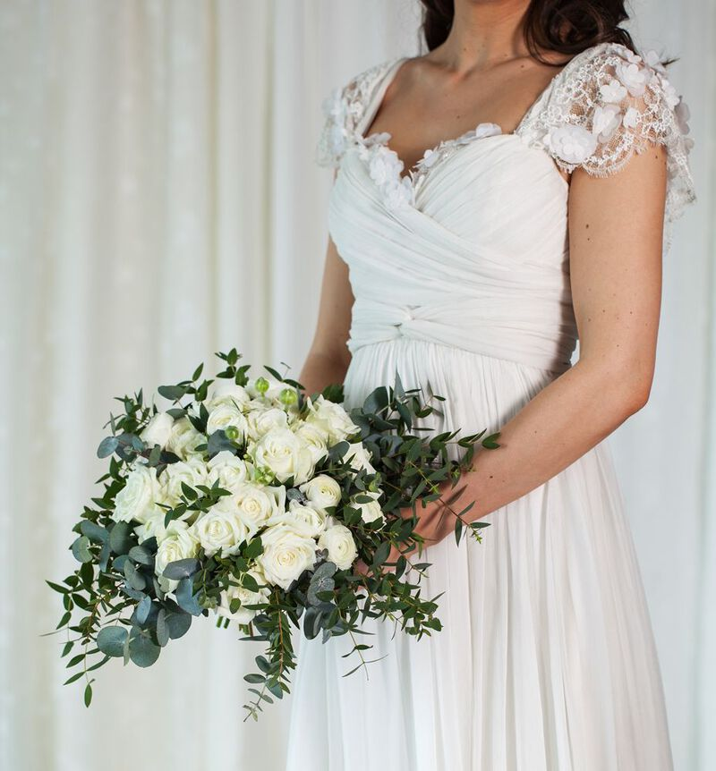 Romantisk brudebukett i hvitt image number null