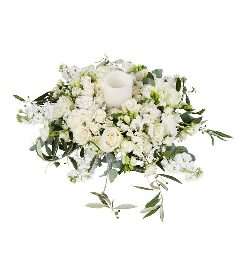 Romantisk hvit bordkrans image number null