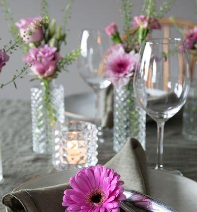 Liten rosa festpakke med småvaser