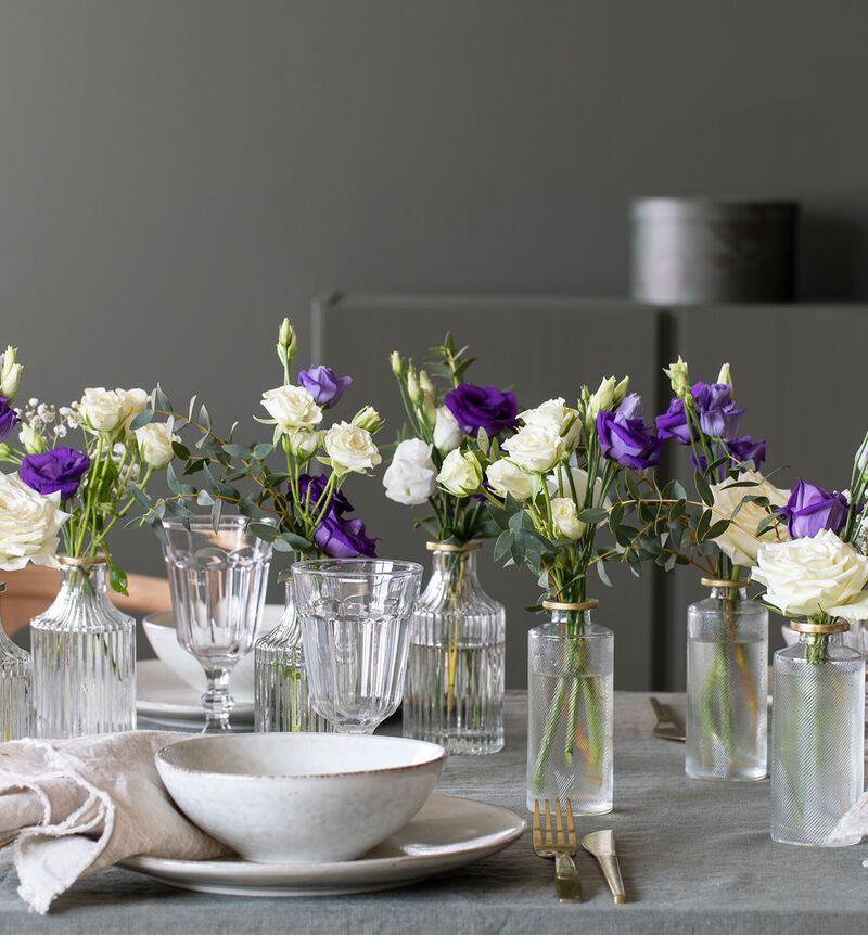 Hvit og blå festpakke med små vaser image number null