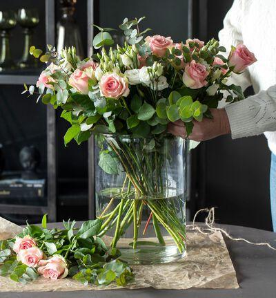 Rosa og hvit blomsterpakke til vasen