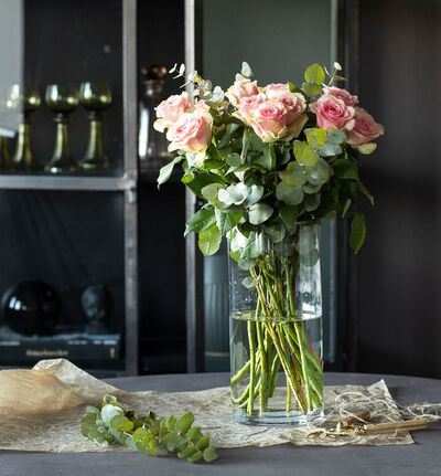 Rosa blomsterpakke til vasen